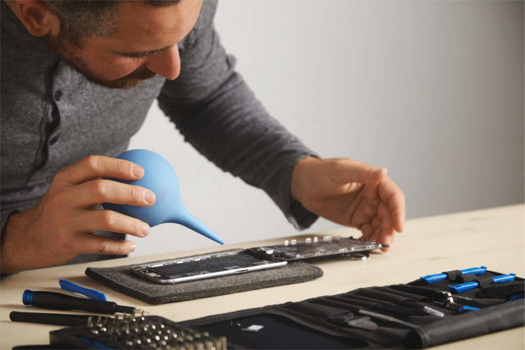 Vyčištění počítačů a notebooků od prachu